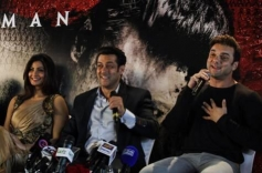 Daisy Shah, Salman Khan and Sohail Khan at Dubai for Jai Ho promotion