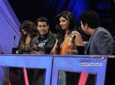 Jai Ho lead stars Salman Khan and Daisy Shah with tv show Nach Baliye 6 judges