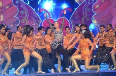 Kareena Kapoor performance on Big Star Entertainment Awards 2013