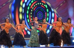 Kareena Kapoor performed on the Big Star Entertainment Awards 2013