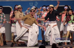 King Khan performs for Lungi dance song at Umang 2014