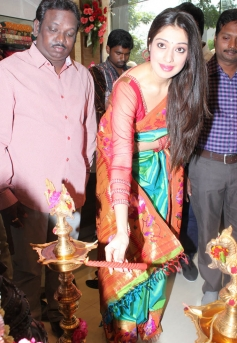 Lakshmi Rai at Shree Nikethan Shopping Mall Launch
