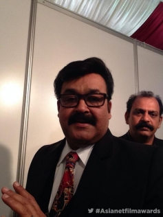 Mohanlal at the Asianet Film Awards 2014