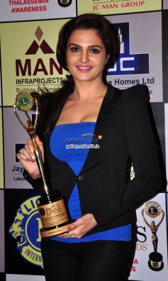 Monica Bedi poses with her award during the 20th Lions Gold Awards 2014