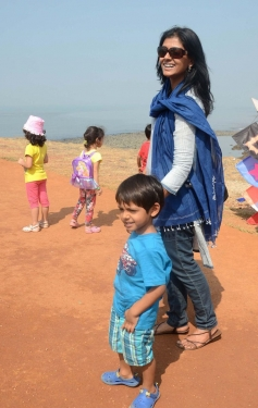 Nandita Das along with her son Vihaan during the 26th edition of International Kite festival
