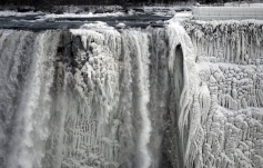 Niagara Falls froze in polar vortex