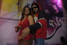 Sona and Ashwin Shekher still from film Ninaivil Nindraval