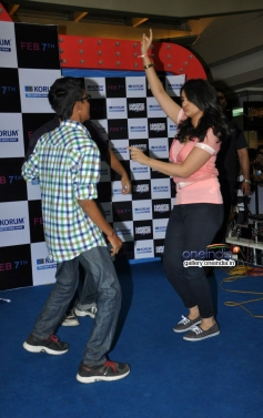 Parineeti Chopra dances with Facebook contest winners- Prathmesh and Swapnil at Korum Mall