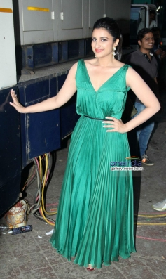 Parineeti Chopra on the sets of Dance India Dance 4 to promote Hasee Toh Phasee film