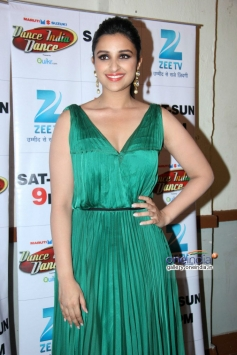 Parineeti Chopra promotes Hasee Toh Phase film on the sets of DID 4