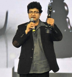 Prasoon Joshi speaks after receiving the Best Lyrics Award