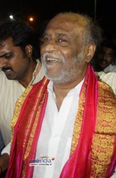 Rajinikanth offers prayers at Thirupathi