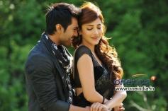 Ram Charan Teja and Shruti Haasan still from Yevadu Movie