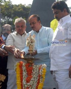 Ramalinga Reddy and Ananth Kumar lighting the lamp