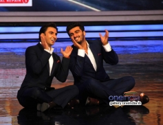 Ranveer Singh and Arjun Kapoor funny acts on the sets of India's Got Talent
