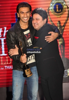 Ranveer Singh poses with Ali Asgar during the 20th Lions Gold Awards 2014
