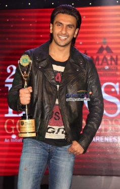 Ranveer Singh poses with his award during the 20th Lions Gold Awards 2014