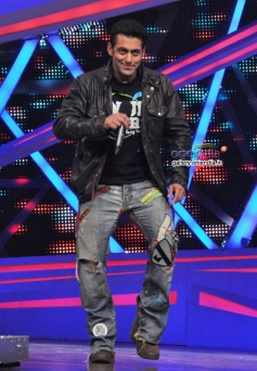 Salman Khan addressing media during the Jai Ho film promotion at Nach Baliye 6