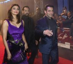 Salman Khan along with Daisy Shah duriing the Jai Ho film premiere at Dubai