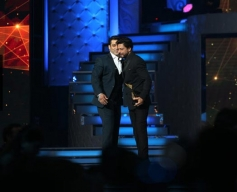 Salman Khan & Shahrukh Kahan at Star Guild Awards 2014