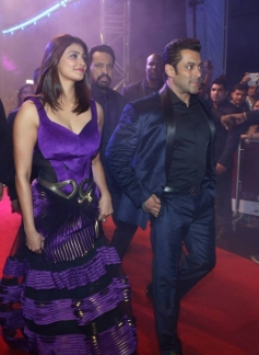 Salman Khan and Daisy Shah at Dubai to attend Jai Ho film premiere