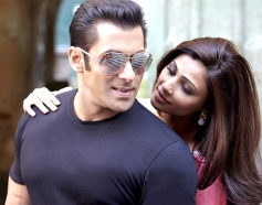 Salman Khan and Daisy Shah in Bollywood Movie Jai Ho