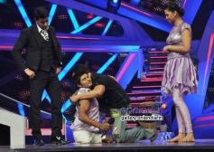 Salman Khan hugs the contestant on the sets of Nach Baliye 6