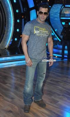 Salman Khan on Dance India Dance tv show to promote Jai Ho film