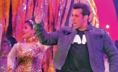 Salman Khan performance at Saifai Mahotsav