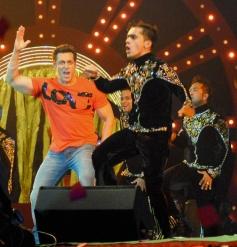 Salman Khan performs at Saifai Mahotsav in Etawah district