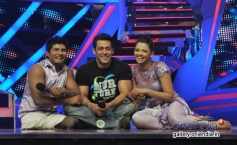 Salman Khan poses with the contestants on the sets of Nach Baliye 6