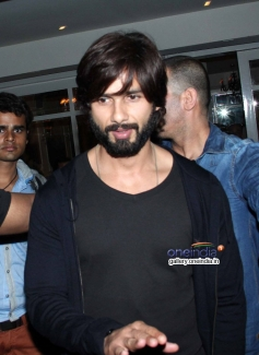 Shahid Kapoor snapped at the launch of 69 new restaurant