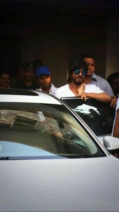 Shahrukh Khan leaving Nanavati Hospital after treatment of his minor injury