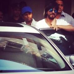 Shahrukh Khan leaving Nanavati hospital