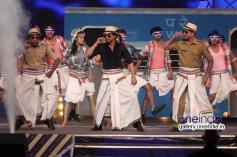 Shahrukh Khan performs for Lungi dance song at Umang 2014