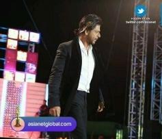 Shahrukh Khan at the Asianet Film Awards 2014