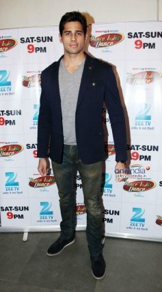 Sidharth Malhotra during the promotion of film Hasee Toh Phase on the sets of Dance India Dance