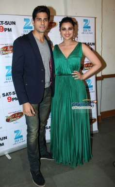 Sidharth Malhotra and Parineeti Chopra promote their film Hasee Toh Phase on the sets of DID 4