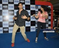 Sidharth Malhotra and Parineeti Chopra performed at Korum Mall Thane