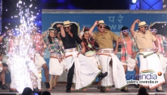 SRK performs for Lungi dance song at Umang 2014