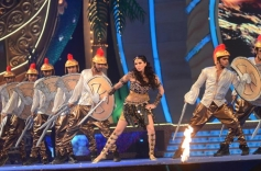 Sunny Leone performed at Big Star Entertainment Awards 2013