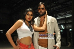 Tarun and Akshida still from Yuddam Movie
