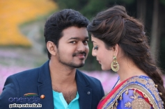 Vijay and Kajal Aggarwal still from film Jilla