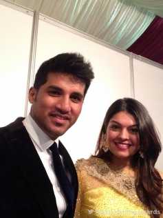 Vijay Yesudas with his wife at the Asianet Film Awards 2014