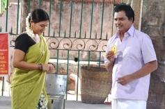 Swetah and Vivek still from film Naan Than Bala
