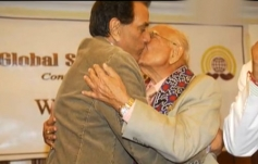 Dharmendra and Ram Jethmalani's kiss in Public