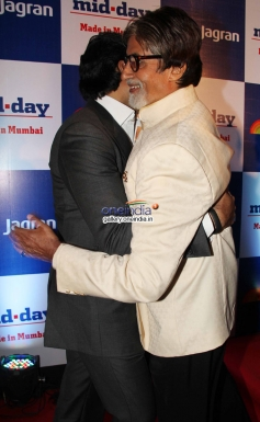 Abhishek Bachchan and Amitabh Bachchan hugs eachother at Mid Day newspaper's relaunch party