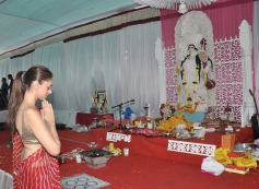 Aditi Rao Hydari offers prayers at Anurag Basu's Saraswati Pooja celebrations