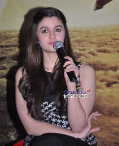 Alia Bhatt addressing media at Highway press conference in Bangalore