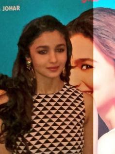 Alia Bhatt poses at 2 States trailer launch